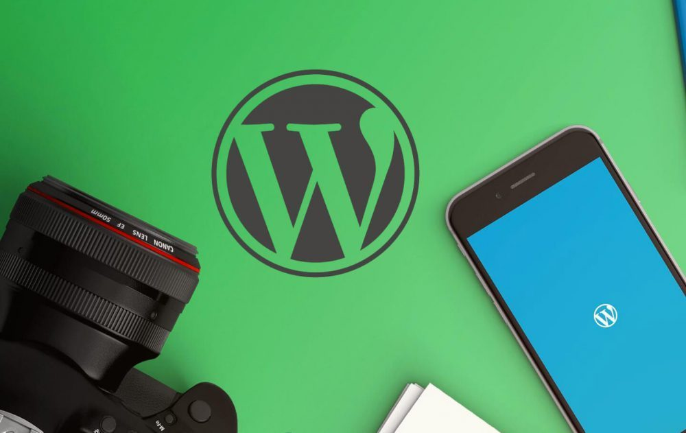 WordPress logo en smartphone met WordPress app