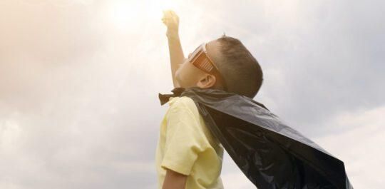 Kind met een cape